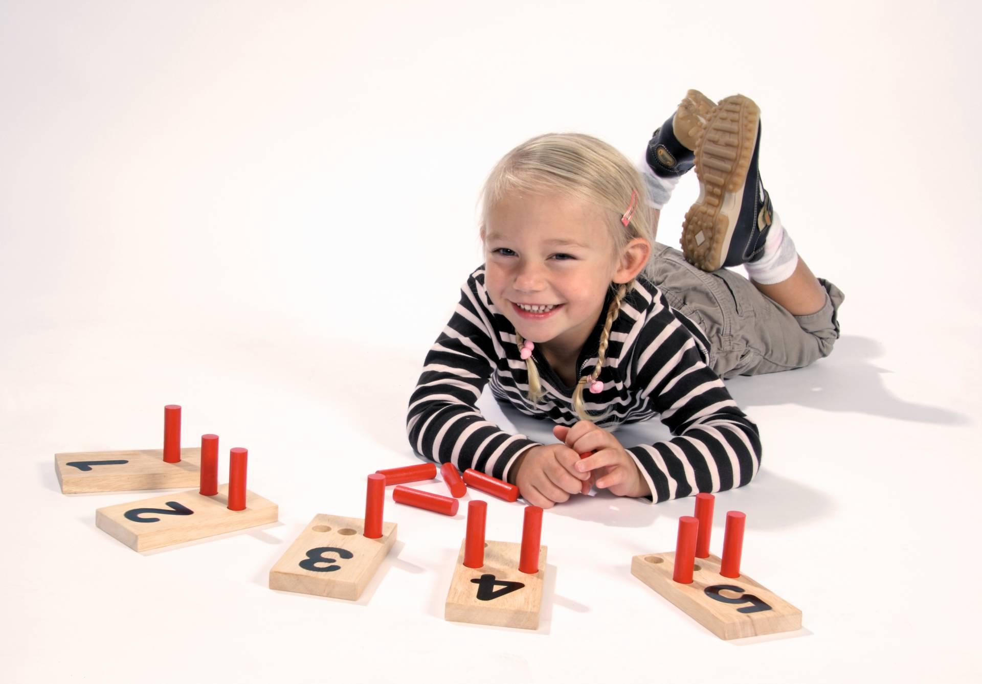 Tellen en rekenen houten inzetkaarten school concept b v for Meubilair engels