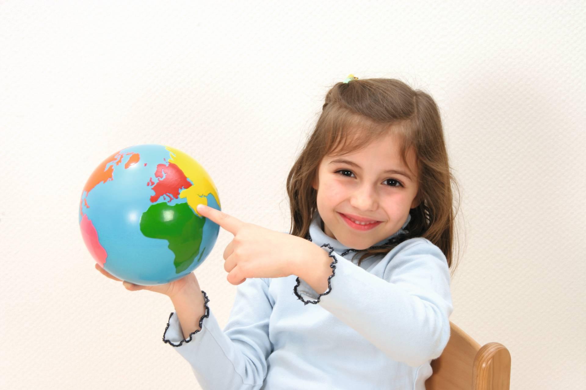 Globe werelddelen school concept b v for Meubilair engels